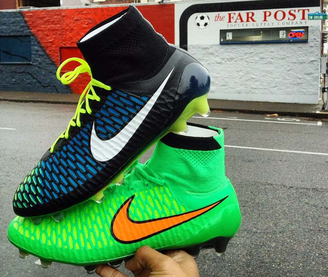 Black-Blue-Volt-Nike-Magista-Obra-2015.JPG