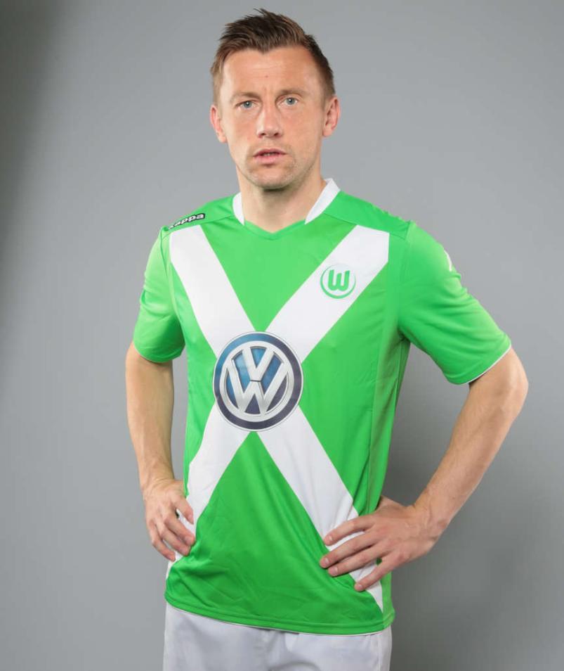 VfL-Wolfsburg-14-15-Home-Kit.jpg