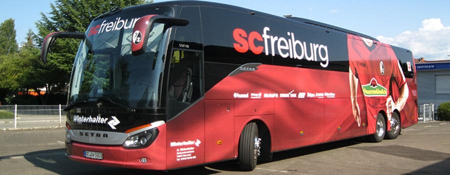 Werbetechnik__Titelbild_Mannschaftsbus-SC-Freiburg-900-x-350.jpg